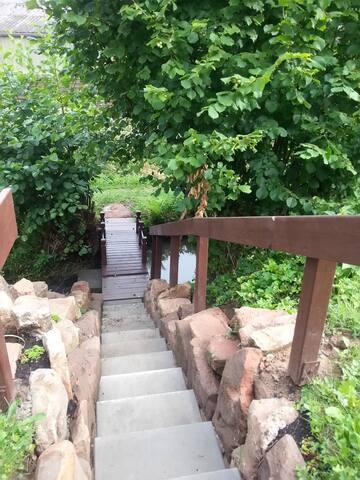 Treppe mit eigener Brücke zum Park, Freibad, Altstadt