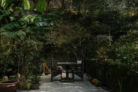 秘舍 北高峰北麓 毗邻西溪湿地及灵隐 依山傍林 观鸟听蛙 户外帐篷就在私家小院里