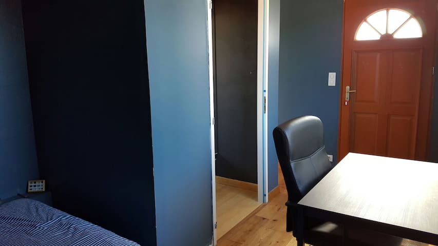 Chambre avec porte d'entrée séparée