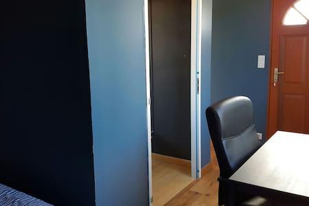 Chambre avec porte d'entrée séparée - Ceyras