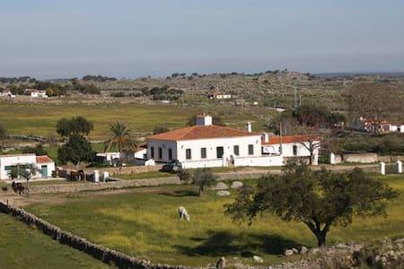 Casa de campo con finca privada en Extremadura - Valencia de Alcántara