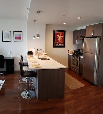 Luxury Astoria 1BD apt, 20min from Manhattan