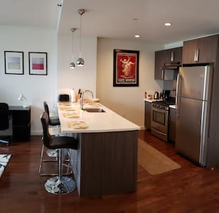 Luxury Astoria 1BD apt, 20min from Manhattan