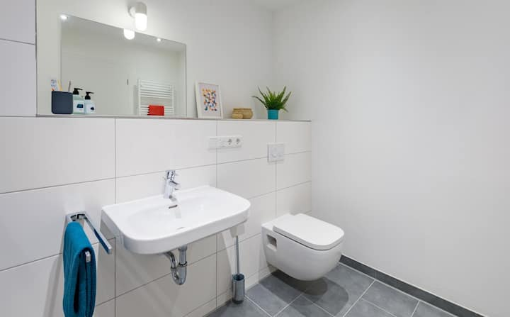 Student Only Property: Comfy Bedroom - LOS 12 months 10% off