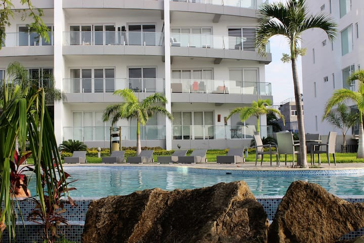 Relax & enjoy in front of the Ocean. Manta Ecuador