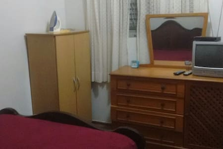 Aluga-se quarto para pernoite e descanso