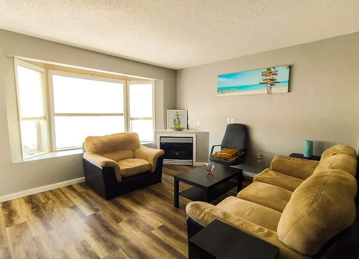 Spacious Executive Private Suite- outside Calgary