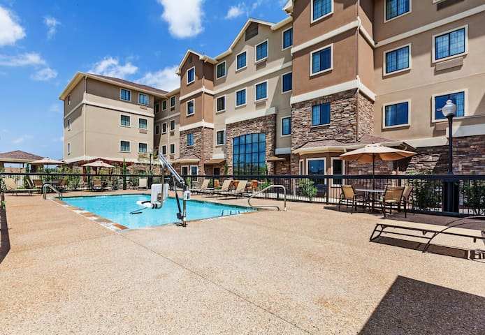 Free Breakfast + Outdoor Pool | Easy Access to Convention Center