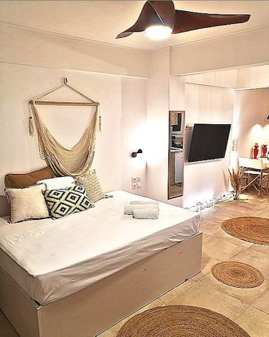 10 min to Acropolis, Exceptional Boho-Chic Suite.