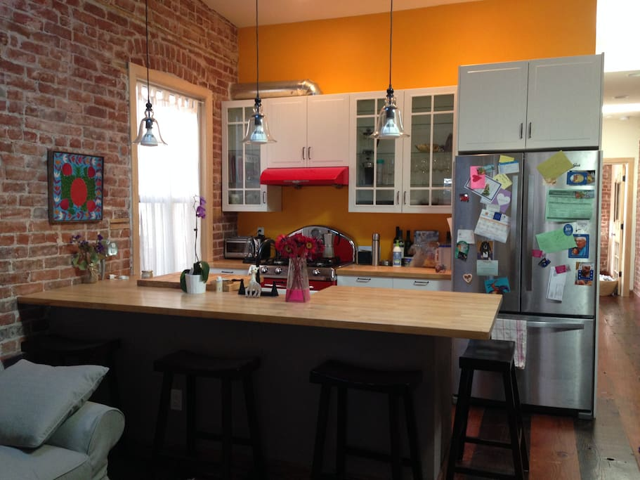 kitchen & breakfast bar with stools