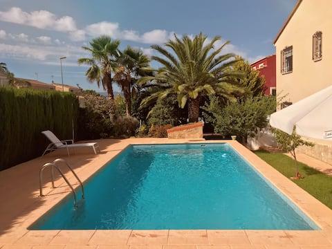 Hermoso chalet con piscina a 15 min de Valencia
