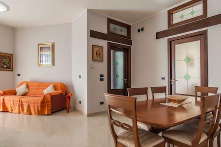 Luminoso appartamento in villa - Mondragone - Pis