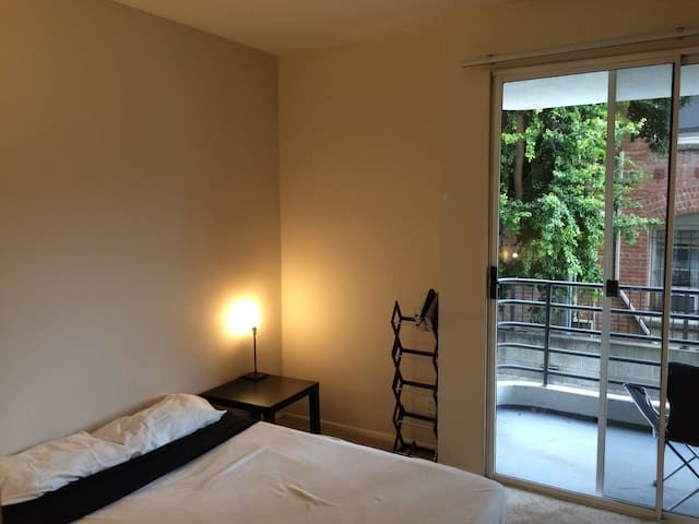 Cosy private room/bathroom in Miracle Mile. - Los Angeles - Byt