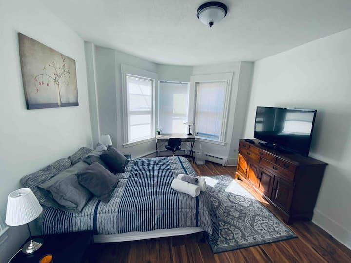 One Bedroom Apt Located in Heart of WoosterSq