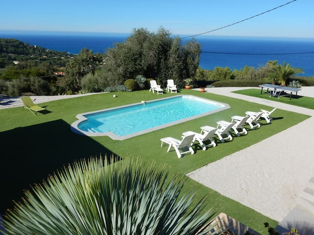 Villa neuve piscine chauffée spa vue mer 22 pers