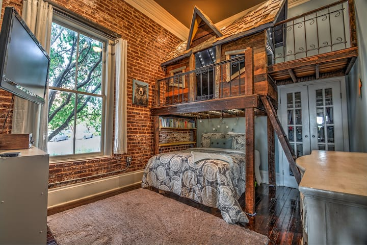 2BRM Historic Loft - Center of Downtown Opelika