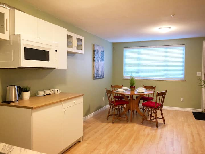 2 Bedroom Clean Private Suite w/ Laundry &Near Bus