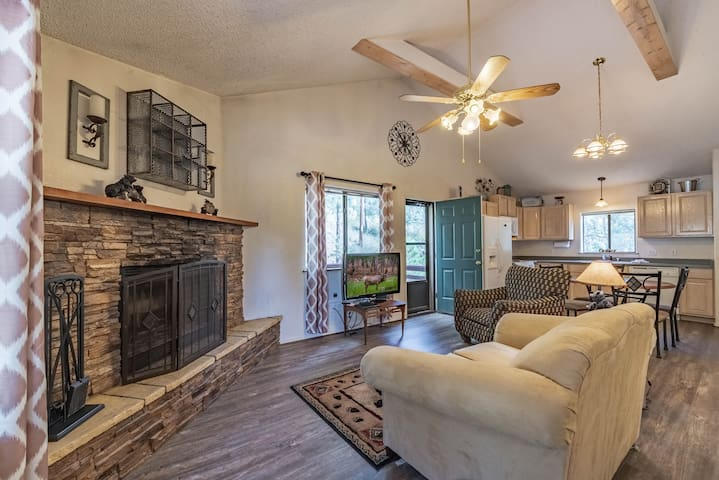 3 Bears Cottage: Adorable 2 Bedroom in the Historic Upper Canyon!