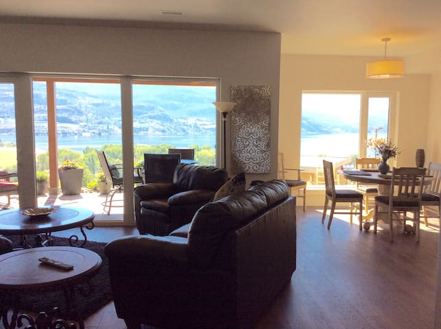 Lake View Vacation Rental Suite - Penticton - Hus