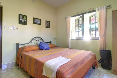 Phuket Bed & Breakfast Home-Stay - Rawai