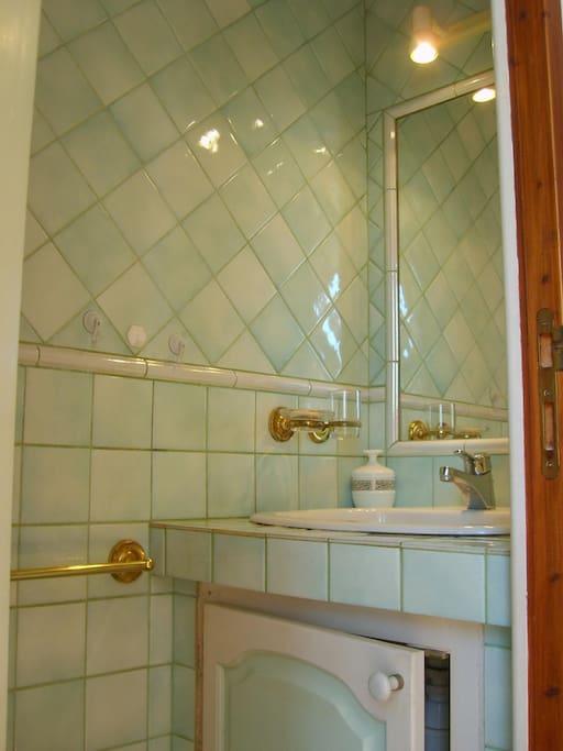 Salle d'eau provençale séparée et privée