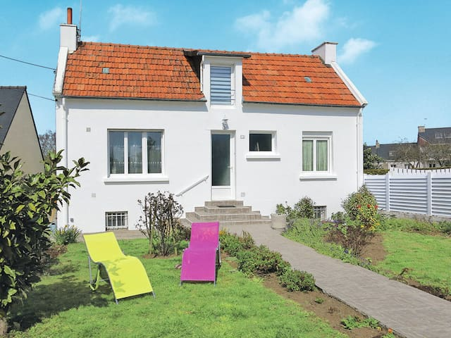 Holiday home for 6 persons in Plouhinec