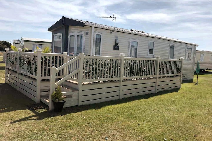 Beautiful spacious holiday home in Romney Sands
