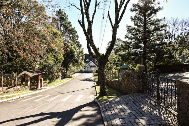 Bairro residencial, tranquilo junto ao centro de Gramado