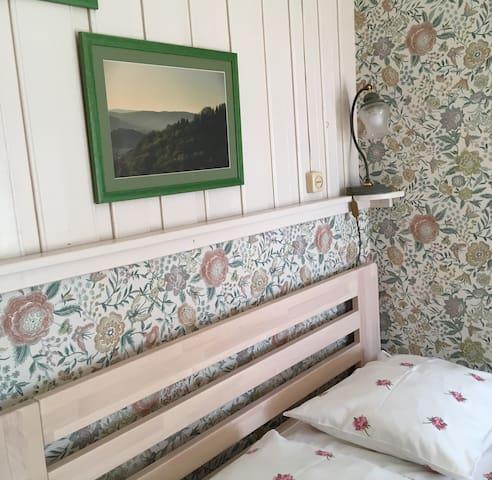 Willa Leśny Ogród - pokój z podwójnym łóżkiem