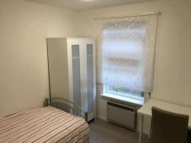 Single bedroom in Edinburgh city centre