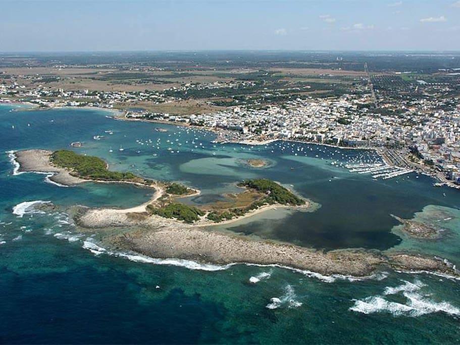 panorama dall'alto del centro turistico con isole