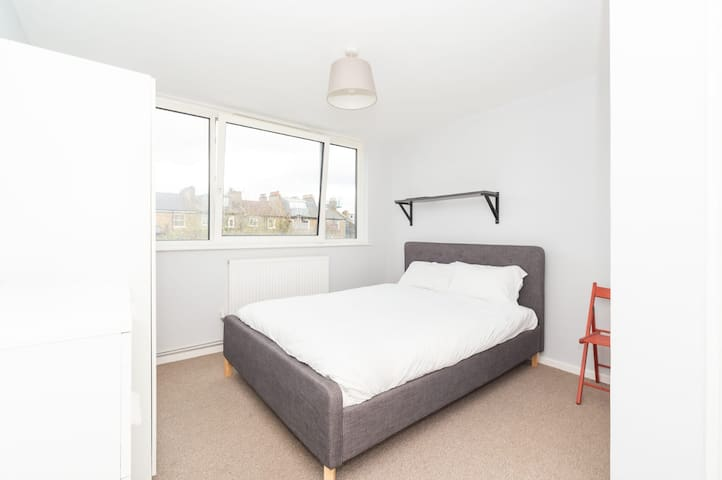 Big Double Bedroom Little Venice Zone1-2