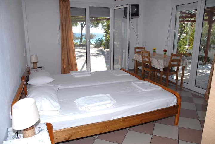 Oasis  Studios beach Mykali  in Psili Ammos Samos