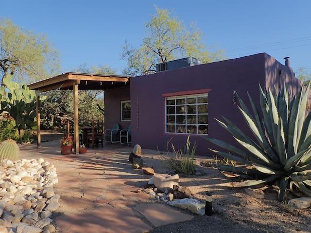 Purple Desert Heart Guesthouse