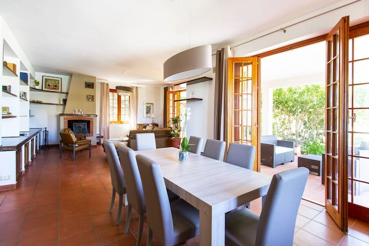 Rustic Villa w/ Garden 5 min from airport & beach
