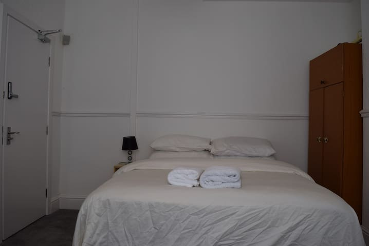 Deluxe Double Room near to Everton Stadium