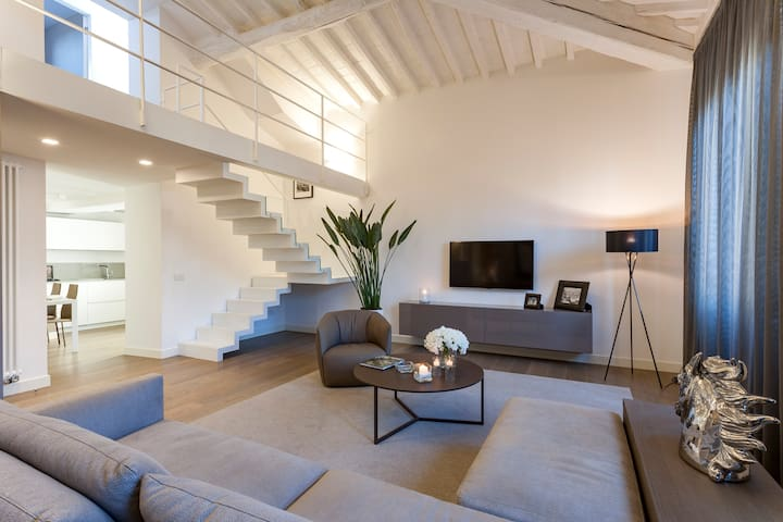 Art Apartment Luxury Loft with View - Houses for Rent in Florence ...