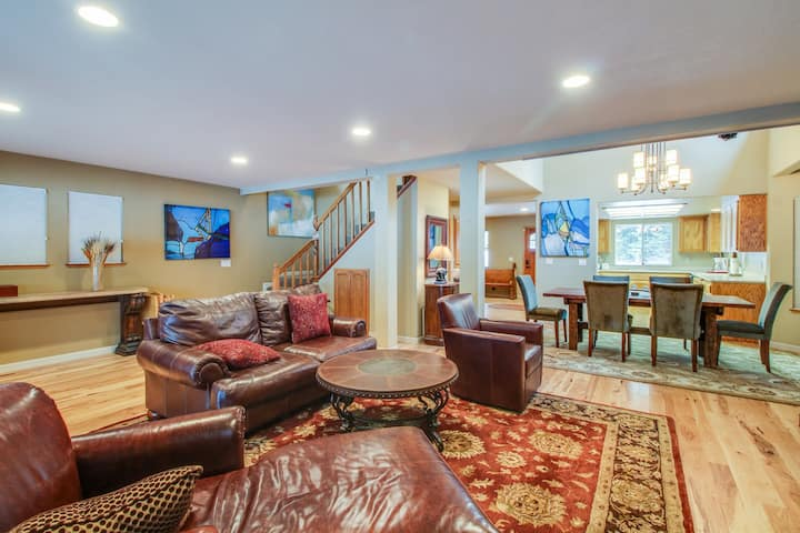 Cozy, dog-friendly home w/ shared pool, hot tub, on-site golf, & more!