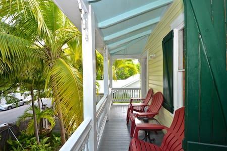 Tropical Village Retreat @ Tropical Village - 키웨스트(Key West) - 게스트하우스