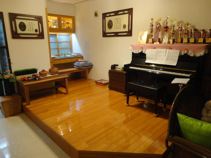 Wooden floor (open space)