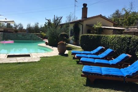 Natural, Relaxing & Funny Farmhouse - อาเรซโซ่ - วิลล่า