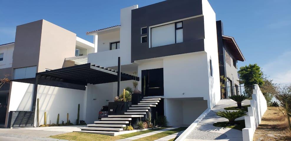 Acogedora casa con Alberca y 2 Jacuzzis en Amanali