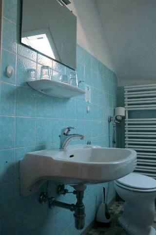 Gasthaus Kreuz (Biberach), Doppelzimmer mit Dusche und Etagen-WC