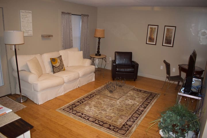 #106 Lofts - Spacious 1 Bedroom Downtown Apartment