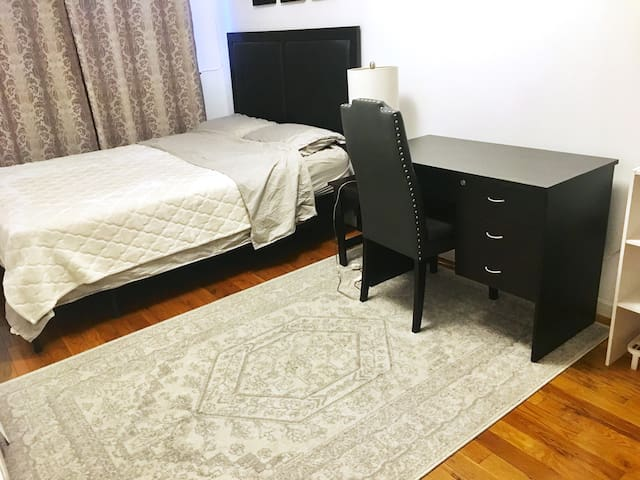 LARGE & CONVENIENT private room in Brooklyn