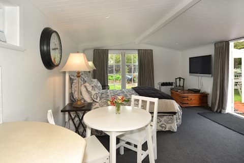 Lonsdale Cottage