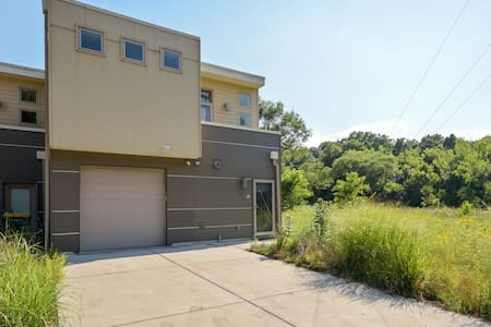 Miller Beach Nature Get Away in Modern Townhome - Gary - 连栋住宅