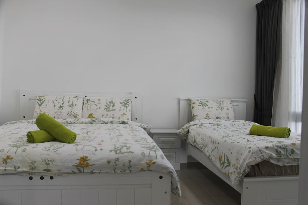Bedroom 1 - this room have 1 queen and single bed