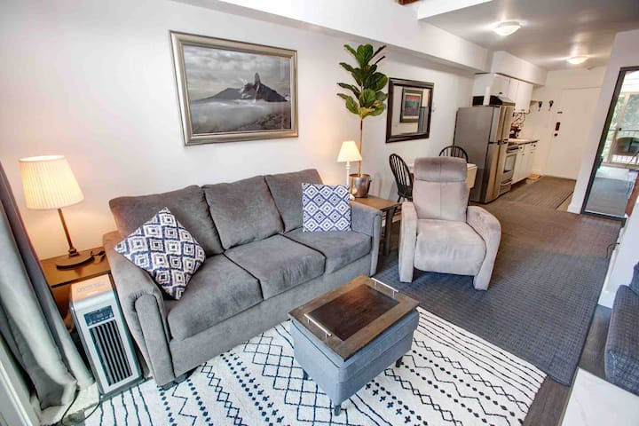 1BR Whistler Creek Lodge: $1600/month until Dec 1