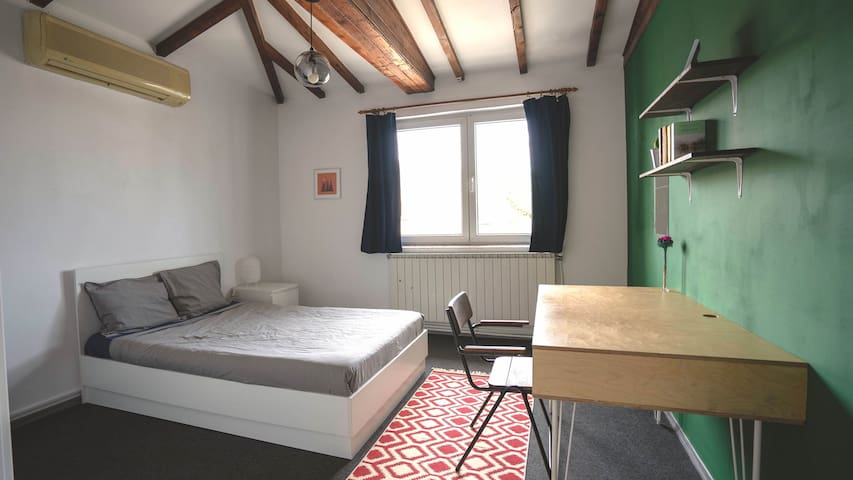 Vine 21 Co-Living - Green Room